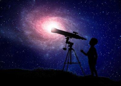 Плакат Мальчик смотрит в телескоп