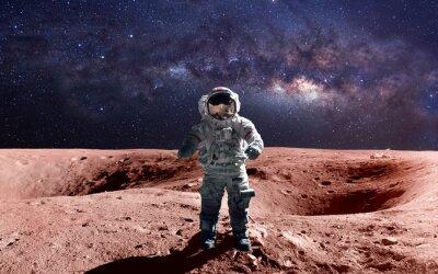 Плакат Смелый астронавт на выход в открытый космос на Марсе. Это элементы изображения, предоставляемые НАСА.