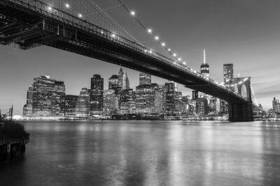 Плакат Бруклинский мост в сумерках смотреть с Бруклинского моста парка в Нью-Йорке.
