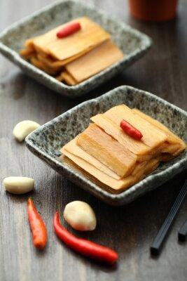 Плакат Китайская кухня подается в соусе пластины