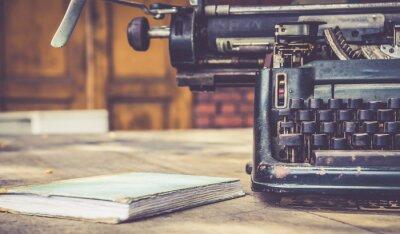 Плакат Крупным планом пишущей машинки стиле ретро винтаж