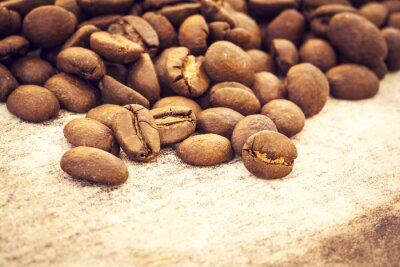 Плакат Кофе в зернах на деревянном фоне