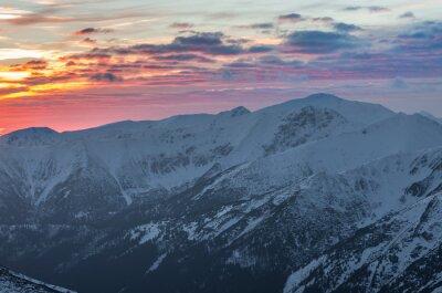 Плакат Красочные панорамы горный закат зимой в Западных Татрах