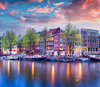 Плакат Красочный весенний закат на каналах Амстердама