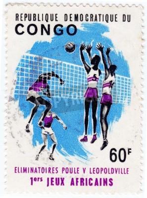 Плакат КОНГО - около 1975: штампа, печати в Конго показывает спортсменов valleyball, примерно 1975