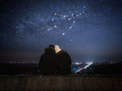 Плакат Пара в любви, сидя в обнимку