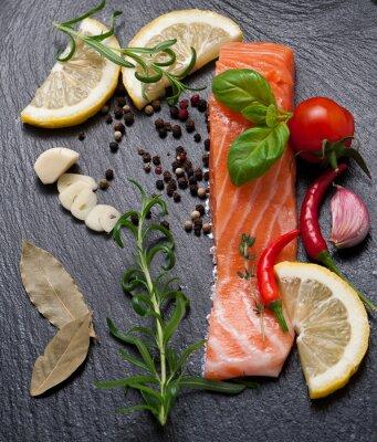 Плакат Вкусные часть свежего филе лосося с ароматическими травами, специями и овощами - здоровое питание, диеты или концепции приготовления пищи