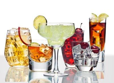 Плакат Различные коктейли находятся на поверхности стекла.