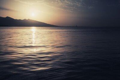 Плакат Драматические красочный морской пейзаж. Море, солнце и небо