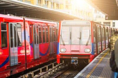 Плакат Driverless городских поездов на вокзале в Лондоне