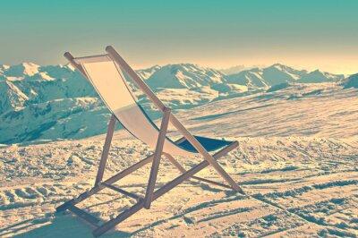 Плакат Пустой шезлонге на стороне лыжного склона, марочные процесс