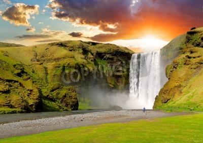 Плакат известный водопад в Исландии Skogafoss на закате