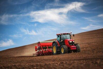 Плакат Фермер с трактор высева культур в поле