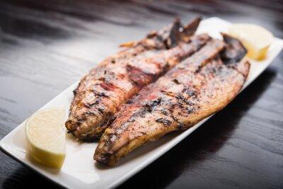Плакат Рыба на гриле с лимоном на белой тарелке