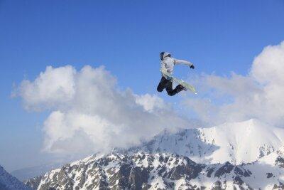 Плакат Летающие сноубордист в горах. Экстремальный вид спорта.