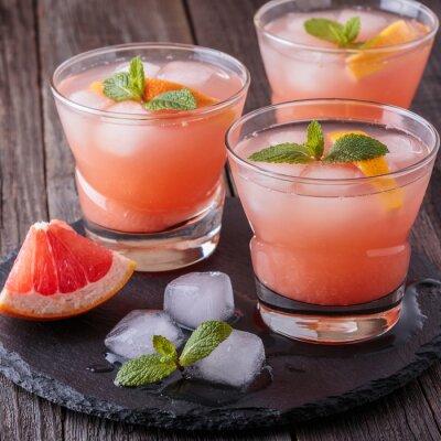 Плакат Грейпфрутовый коктейль со льдом и мятой.