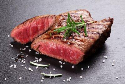 Плакат Жареный стейк из говядины с розмарином, солью и перцем
