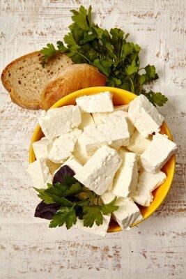 Плакат здоровая пища. творог и хлеб на белом фоне деревянные