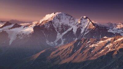 Плакат Высокая гора в утреннее время. Красивый природный ландшафт.