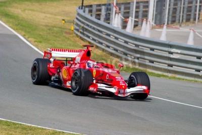 Плакат Херес де ла Фронтера, Испания - Октябрь 10: Марк Жене из Scuderia Ferrari F1 взять кривую на тренировке 10 октября 2006 года в Херес-де-ла-Фронтера, Испания