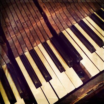 Плакат Ключи сломанной антикварной фортепиано