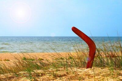 Плакат Пейзаж с бумерангом заросшей песчаного пляжа.