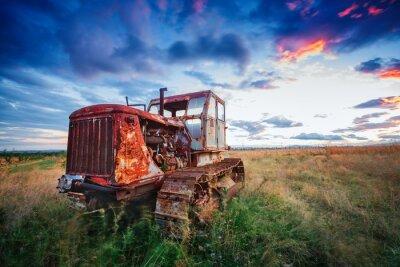 Плакат Л.Д. ржавый трактор в поле на закате