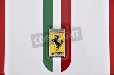 Плакат ЛОНДОН - 4 сентября 2011: Ferrari логотип, итальянский флаг, окрашены на кузове Феррари 360 Вызовы Stradale