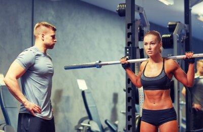Плакат мужчина и женщина с штангой сгибание мышц в тренажерном зале