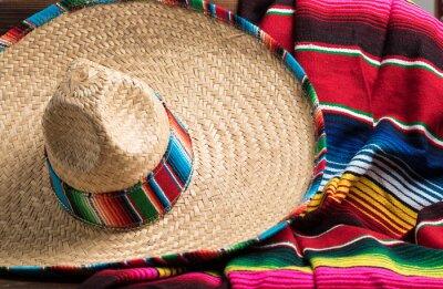 Плакат Мексики Собреро и серапе одеяло на желтом фоне с КС