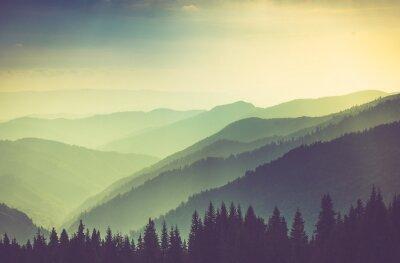 Плакат Мисти лето горные холмы пейзаж.