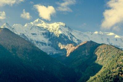 Плакат Горная вершина покрыта облаками.