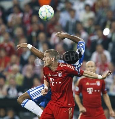 Плакат МЮНХЕН, 19 мая - Дрогба из Челси (R) и Швайнштайгер Бавария во ФК Бавария Мюнхен против Челси финал Лиги чемпионов УЕФА в игре Allianz Arena 19 мая 2012 года в Мюнхене, Германия.