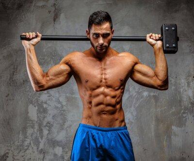 Плакат Мышечная парень в синих шортах