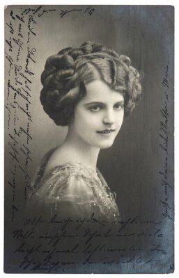 Плакат старый сепия фото молодой женщины