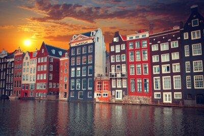 Плакат один из самых известных европейских городов Амстердам. Заглавная буква О