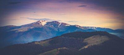 Плакат Панорамный вид на горный пейзаж в весенний период.