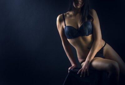 Плакат Идеально подходит женщина тело на черном фоне
