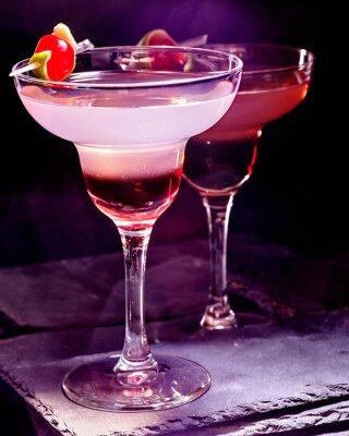 Плакат Гранатовый напиток с вишней на черном фоне. Коктейльная карта 90.