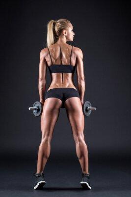 Плакат Портрет красивая девушка спортсмена с гантелью в студии