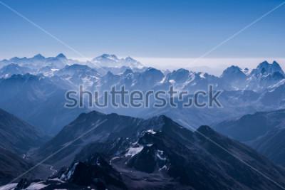 Плакат Красивый пейзаж снегопада на горном склоне с вершины Эльбруса. Кавказская гора в солнечный день. Приэльбрусья, Северный Кавказ, Россия