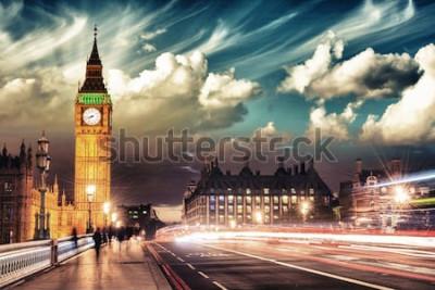 Плакат Красивые цвета Биг Бен от Вестминстерского моста на закате - Лондон.