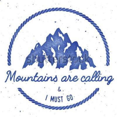 Плакат Коллекция значков горных приключений и экспедиций. Логотип экспедиции. Восхождение на штампованную футболку с принтом. Выдающиеся акварель векторные иллюстрации.