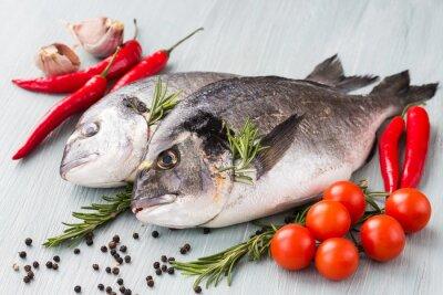 Плакат Сырье свежей дорадо рыба с овощами и специями. Здоровая пища