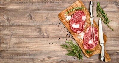 Плакат Сырое мясо стейк из говядины с травами и специями