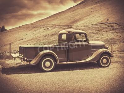 Плакат Ретро стиль Sepia Изображение Урожай грузовик в сельской местности
