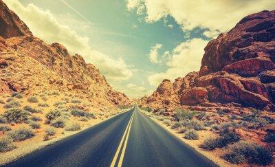 Плакат Ретро стилизованные пустыни шоссе, концепция путешествия приключения.