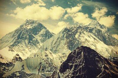 Плакат Ретро тонированное изображение горы Эверест, Непал.