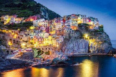 Плакат Живописный вид ночи красочные деревни Манароле в Cinque Terre