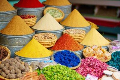 Плакат Выбор специй на марокканском рынке